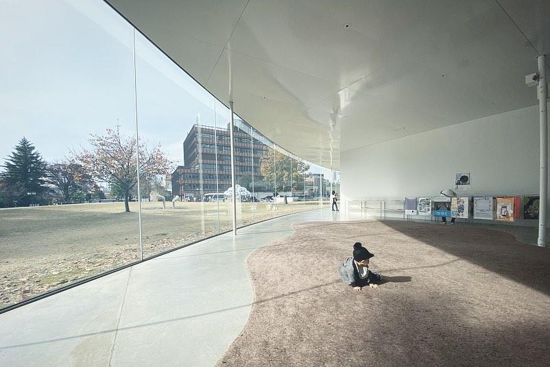 1歳児連れ金沢旅行 - 金沢21世紀美術館