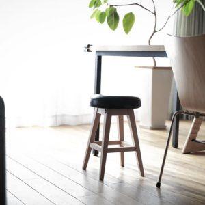 シンプルなデザインで座り心地も◎!sarasa design さんの b2c シンプルラウンドスツール