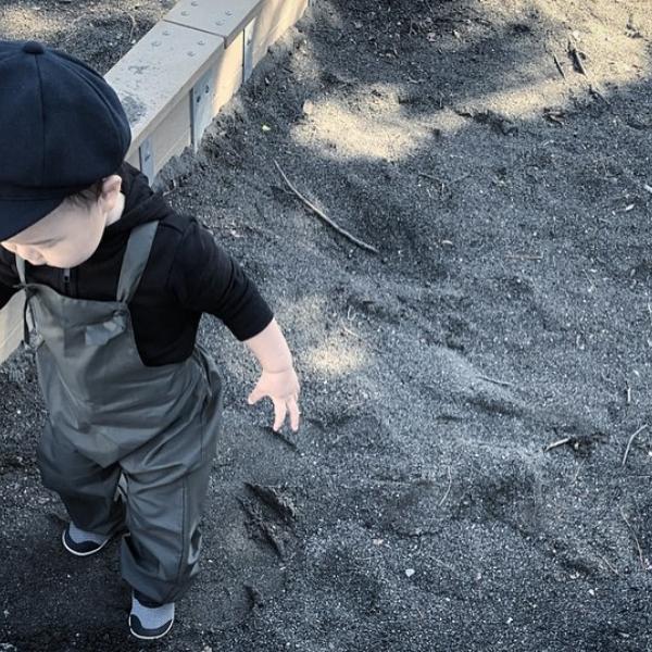 お砂場遊びの汚れ対策に。お砂場着・プレイウェアのすすめ