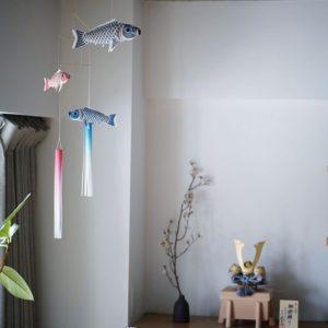 いせ辰さんの江戸モビール – 兜飾りと室内鯉のぼりを飾りました