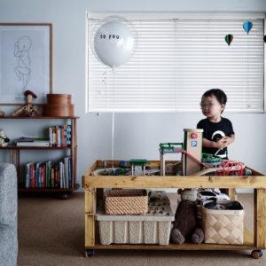 プレイテーブルDIY – 2歳の誕生日にBRIOのレールセットと駐車場をプレゼント