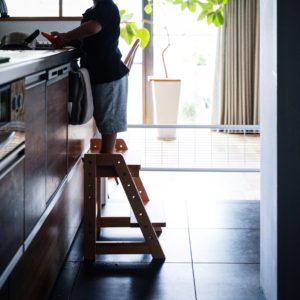 子供のお手伝いや手洗い用に。木製の踏み台ステップ&スツール