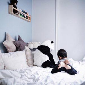 ベビーベッド卒業後の寝床問題 – 納戸を秘密基地のようなキッズベッドルームにDIY
