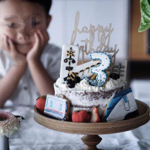 長男3歳誕生日 – アイシングクッキーでオリジナルバースデーケーキ